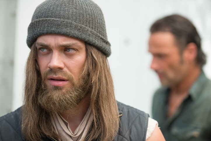 "Tom Payne as Paul ""Jesus"" Monroe and Andrew Lincoln as Rick Grimes - The Walking Dead _ Season 6, Episode 10"