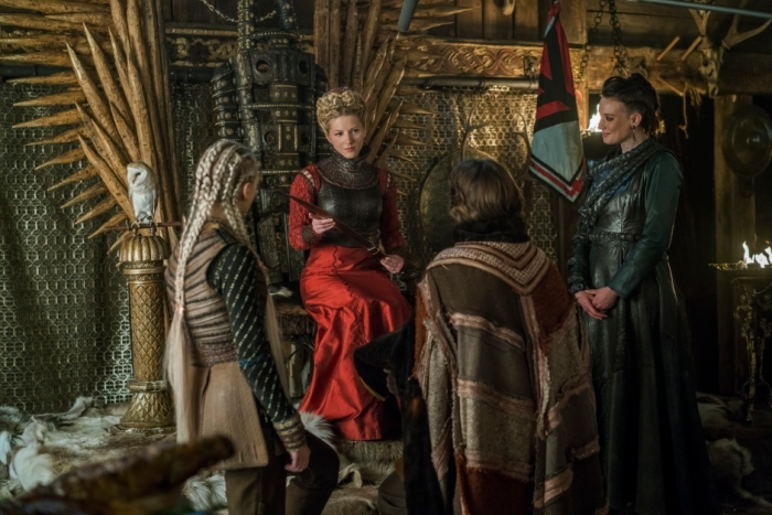 History's 'Vikings,' Season 4, Part 2, Episode 17, The Great Army, Lagertha on the throne with a knife